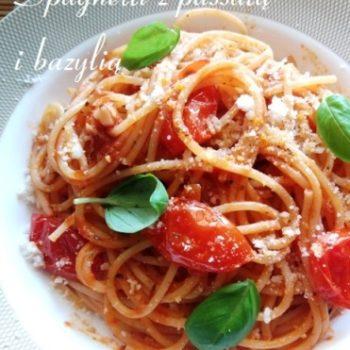 Spaghetti z passatą i bazylią
