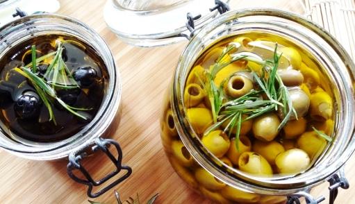 Oliwki w zalewie z oliwy w rozmarynie i czosnku