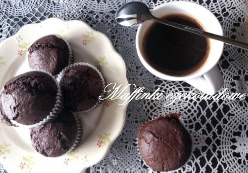 Muffinki czekoladowe z dżemem truskawkowym
