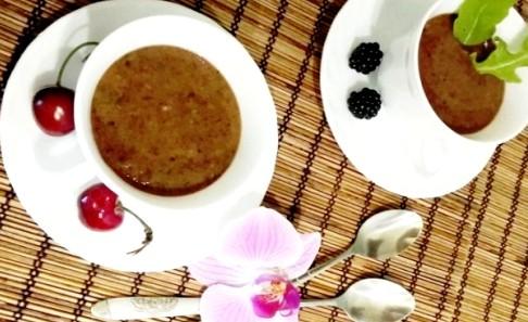 Koktajl owocowy z jeżyn, grejpfruta i kopru