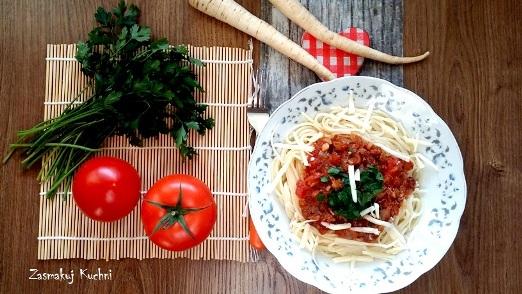 Spaghetti pomidorowe z pietruszką i żurawiną