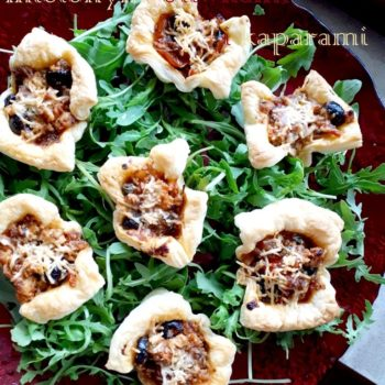 Tartaletki z mięsem mielonym, oliwkami i kaparami