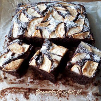 Szybkie ciasto czekoladowe z żurawiną i jabłkami